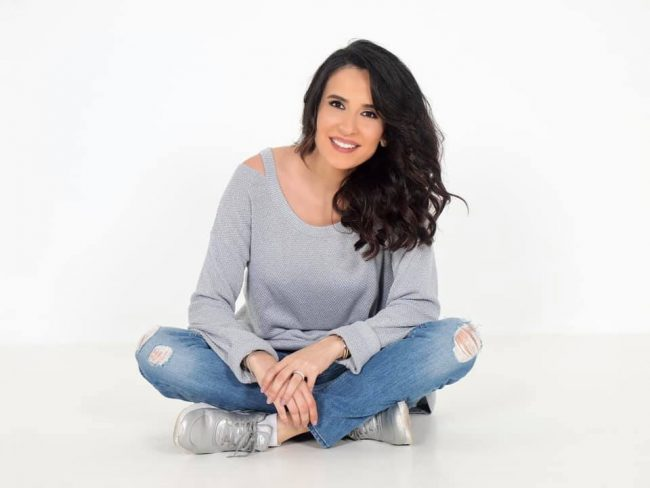 الفنانة اللبنانية إلسا زغيب فيسبوك و تويتر و سناب و انستقرام