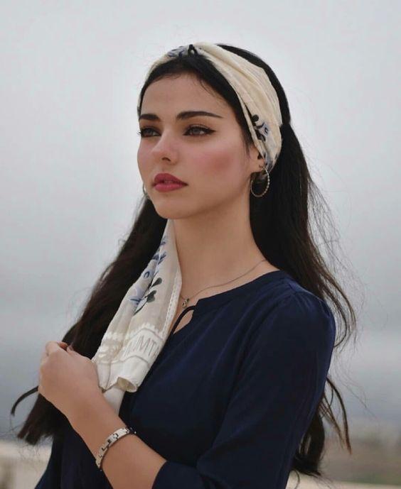 لزواج معلن في اوروبا انسة جميلة جزائرية